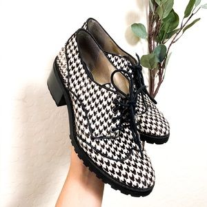 •Michael Kors Oxford Chunk Heel Black White Sz 7.5